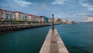 Una caña solitaria. Paseo marítimo. Santander, 12:00 a.m.